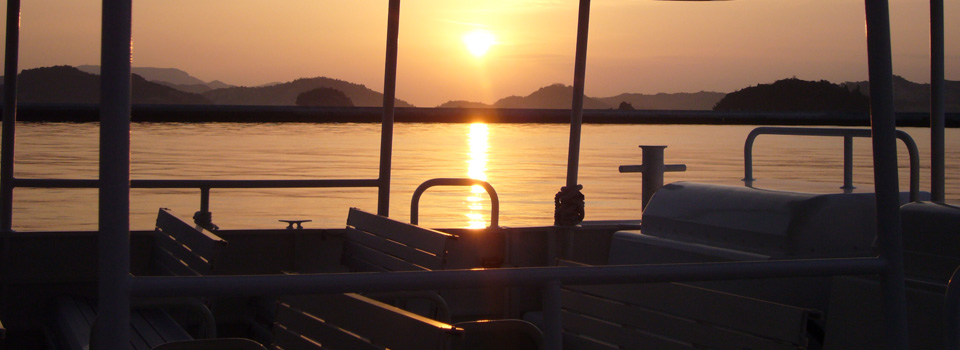 The changing view of the Seto Inland Sea from the cabin is stunning and can only be enjoyed from our ship.